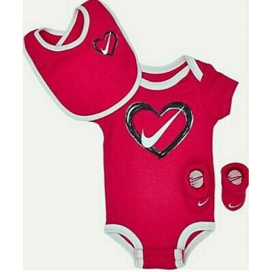 Nike Baby Girl Infant 'Heart' 3 Piece Set